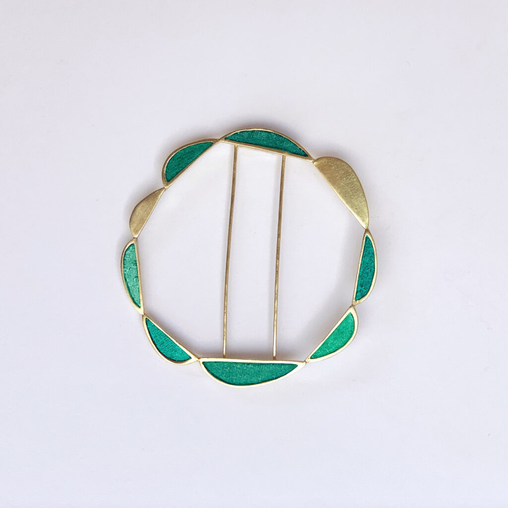 Elle circle brooch w